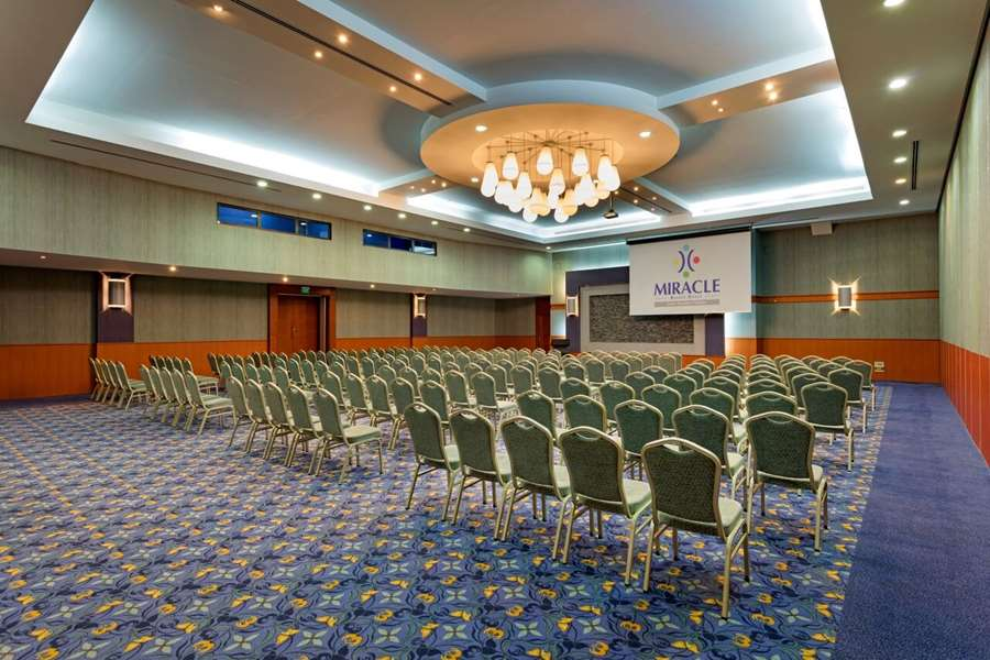 Konferans Salonu Tavan Dekorasyonu
